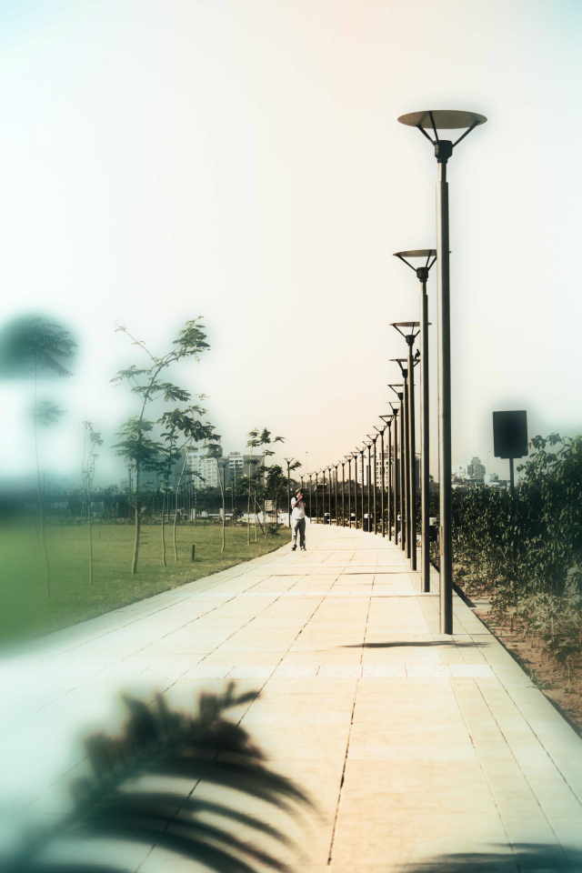 Photo © Ashish Mehta | Riverfront Garden at Shubhash bridge
